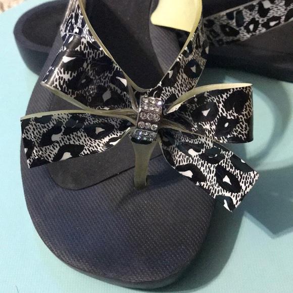 b70c6e5d4b3406 Guess Shoes - Guess Tutu flip flops